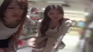 胸チラ_おっぱい_素人_お姉さん_盗撮画像06