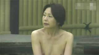露天風呂_熟女_素人_おっぱい_盗撮画像03
