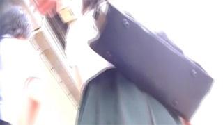 JK_逆さ撮り_ピンクパンツ_黒パンツ_盗撮画像01