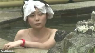 スレンダー美女_露天風呂_貧乳_マン毛_盗撮画像02
