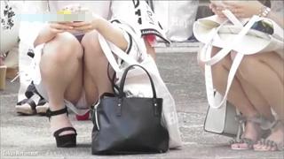 座りパンチラ_お姉さん_パンティー_素人_盗撮画像01