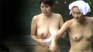 露天風呂_温泉_ロケットおっぱい_一般女性_盗撮画像01