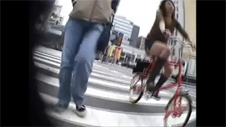 パンチラ_自転車_お姉さん_ギャル_OL_盗撮画像03