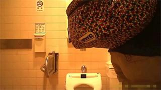 洋式トイレ_オシッコ_お姉さん_お尻_盗撮画像06