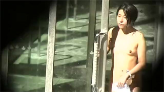 露天風呂_人妻_裸体_素人_おっぱい_盗撮画像01