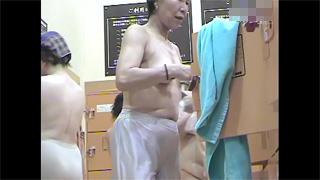 銭湯_脱衣所_着替え_熟女_盗撮画像01