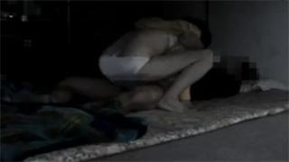 家庭内_人妻_フェラチオ_着衣セックス_盗撮画像04