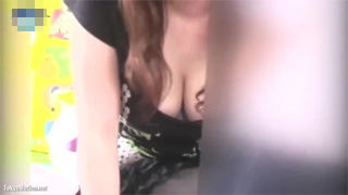 胸チラ_人妻_素人_巨乳_盗撮画像01