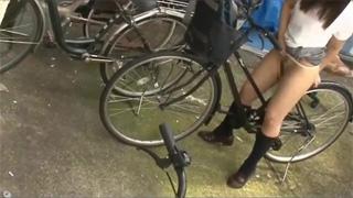 野外_オナニー_自転車_サドル_女子校生_盗撮画像06