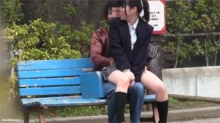 公園_ベンチ_女子校生_手マン_盗撮画像03