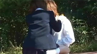 野外セックス_学生カップル_公園_盗撮画像01