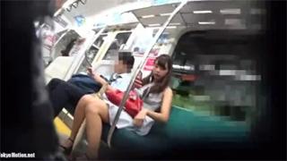 逆さ撮り_電車_駅構内_パンツ_盗撮画像01
