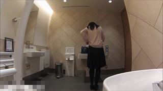 着替え_多目的トイレ_素人_盗撮画像01
