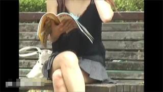 胸チラ_おっぱい_乳首_素人_盗撮画像01