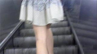 スカート捲り_パンチラ_素人_下着_盗撮画像01