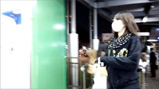 スカート捲り_パンチラ_エスカレーター_盗撮画像05