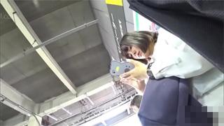 逆さ撮り_パンチラ_駅構内_パンツ_盗撮画像04
